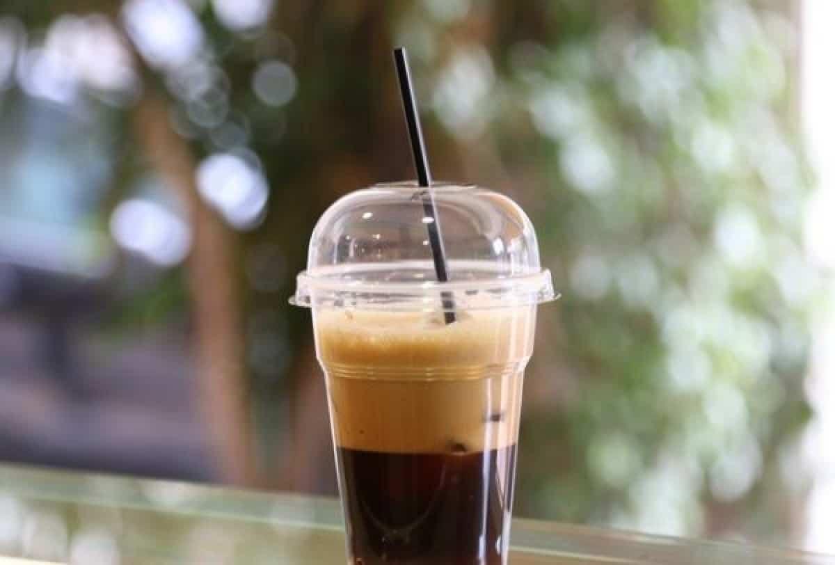 300 εκατ. πλαστικά ποτήρια μόνο για τον καφέ τους καταναλώνουν οι ...